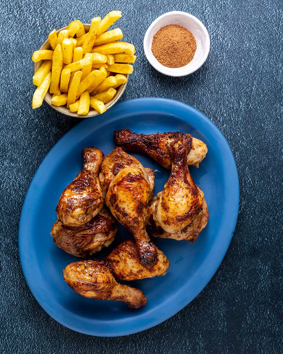 Grilled Chicken pieces and Chips